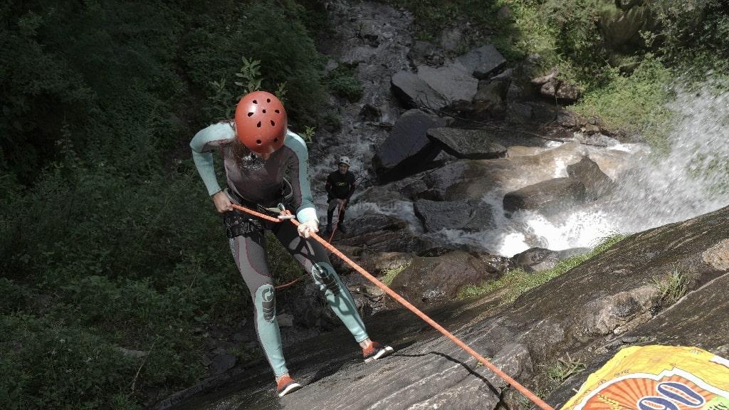 waterfall rappelling in rishikesh