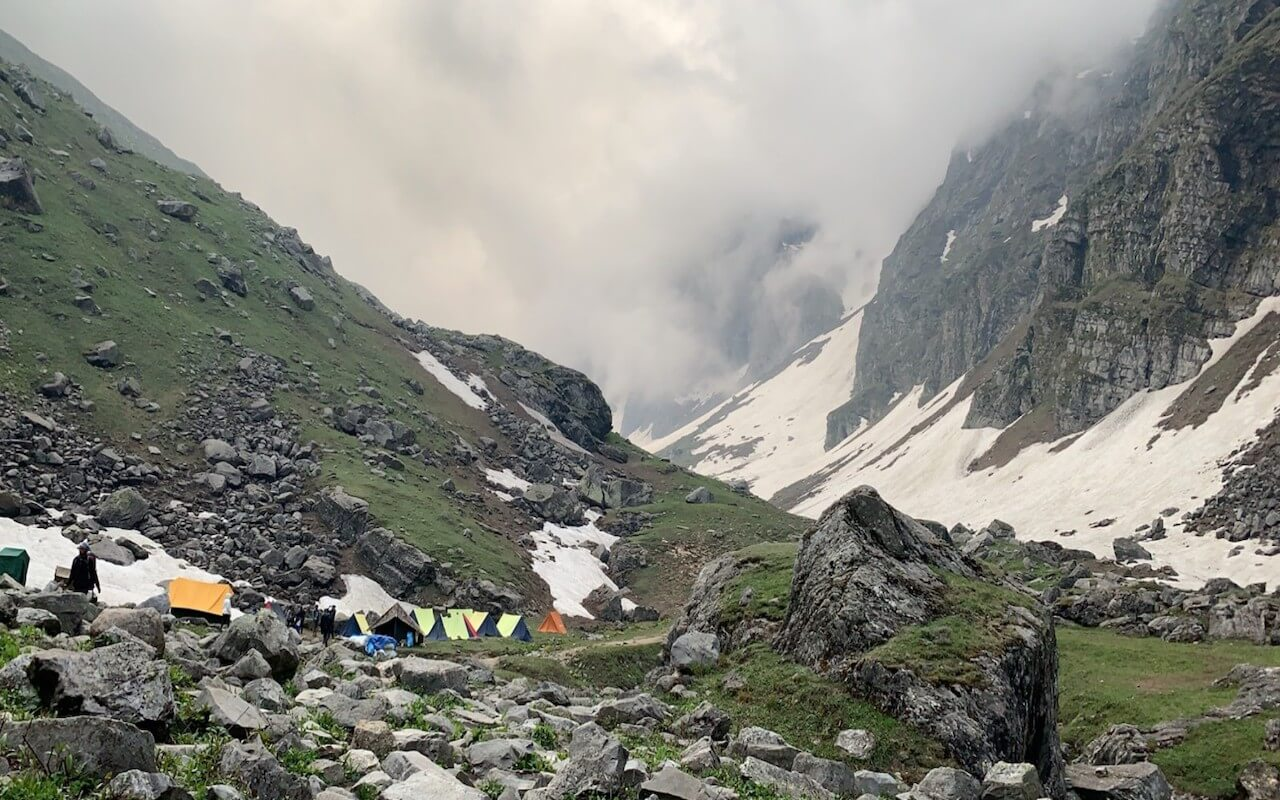 campsite at har ki dun trek
