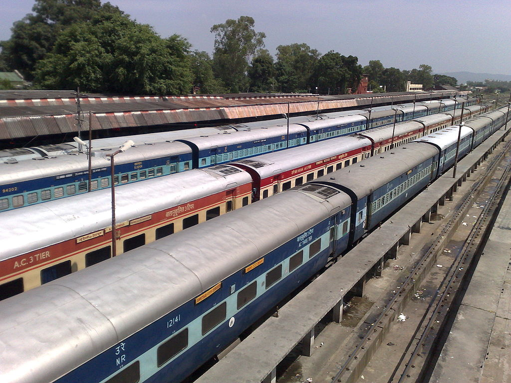 trains at dehradun railway station