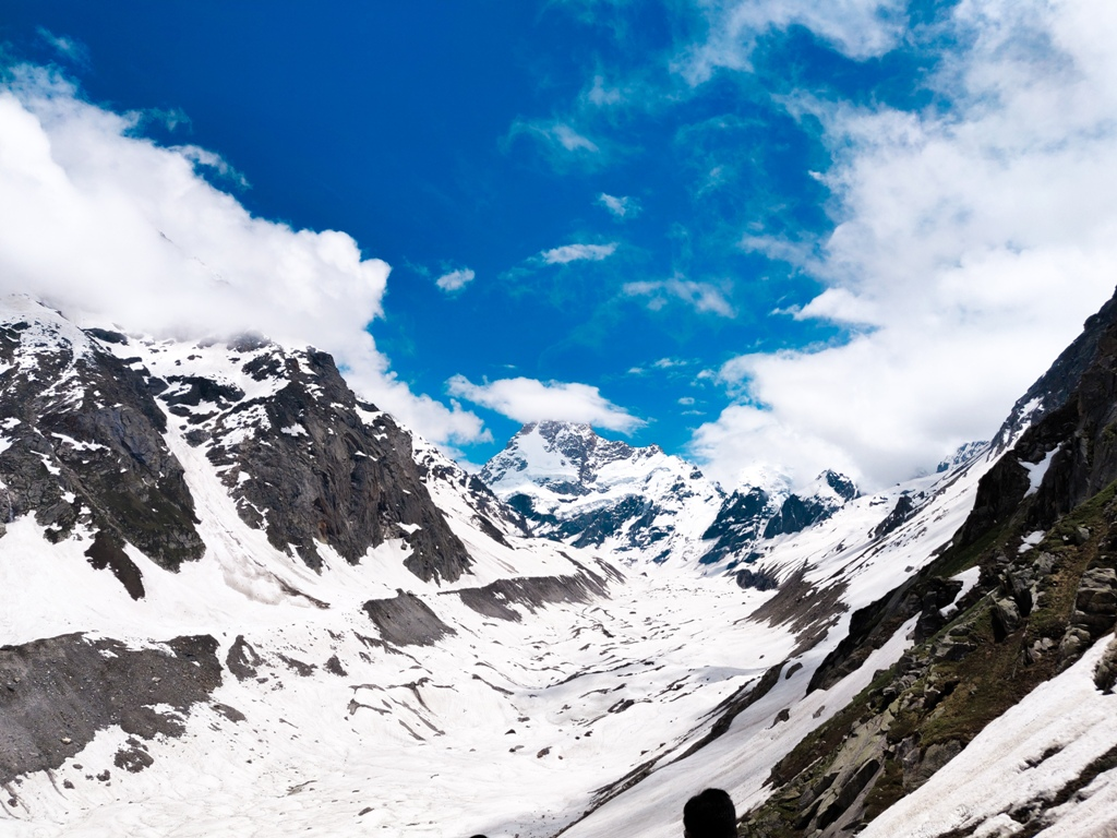 hampta pass in june
