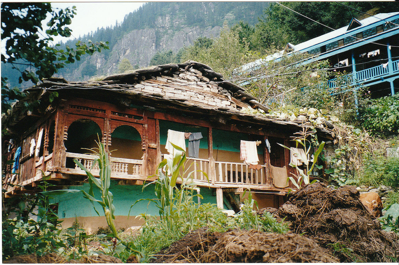 traditional house enroute hampta pass trek manali