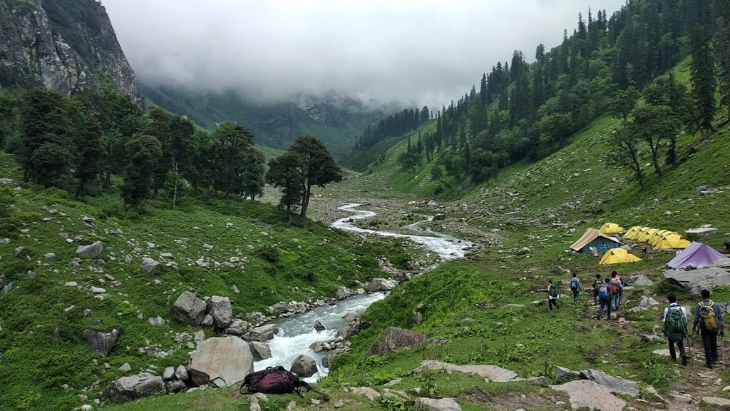 hampta pass vs roopkund trek