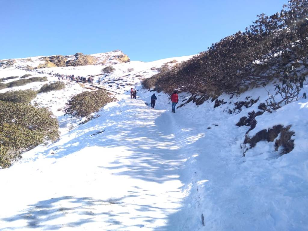 snow covered trail to tungnath temple