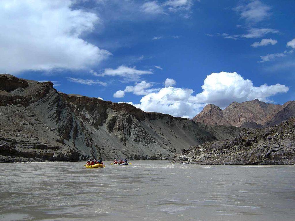 rafting in zanskar river ladakh
