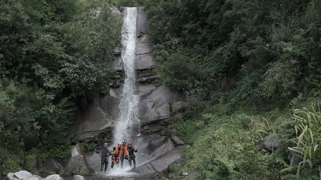 waterfall in himachal