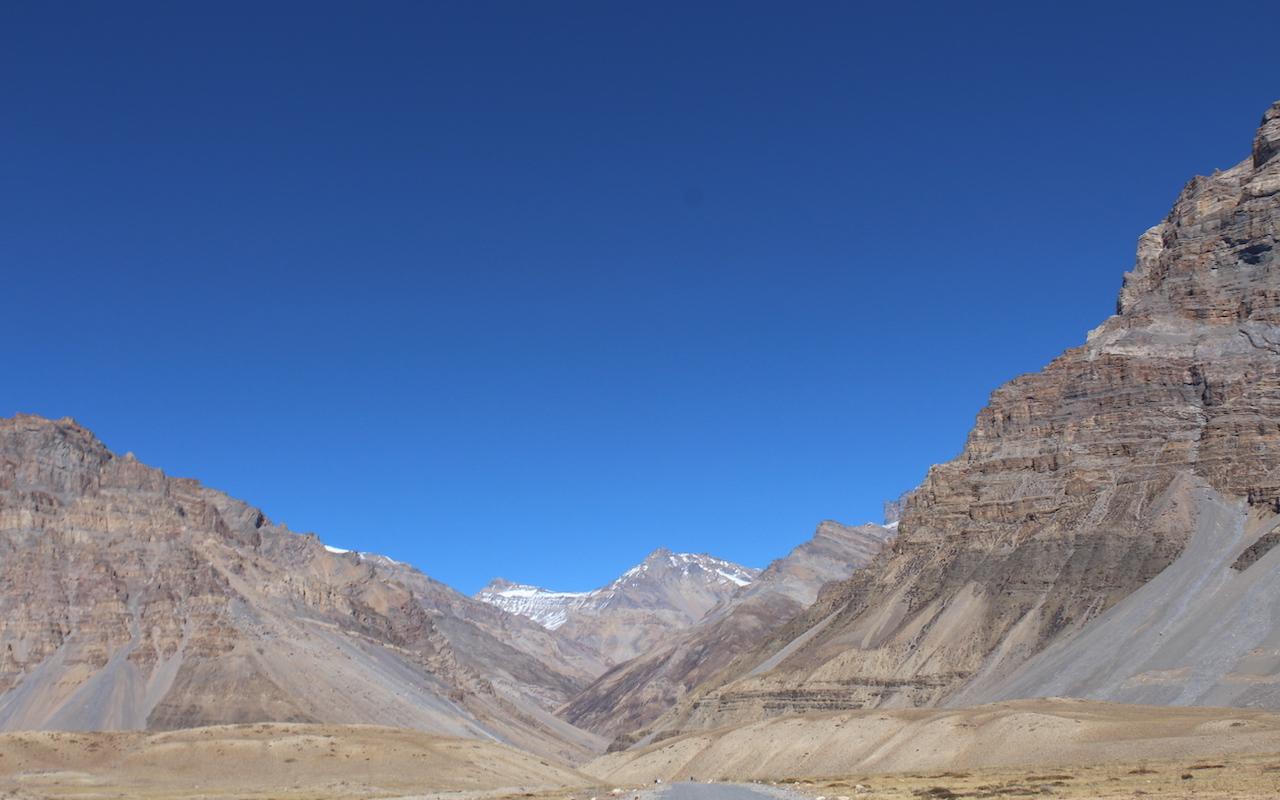 dry mountian desert of spiti valley